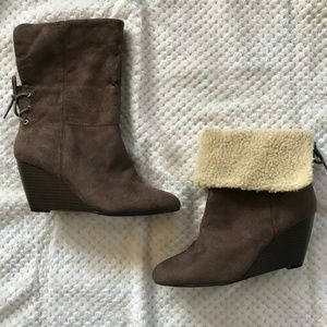 Laura Ashley Brown Spencer Wedge Boot sz 8